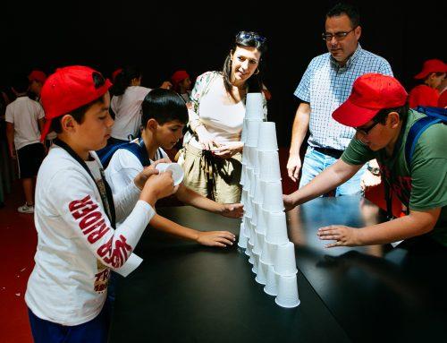 La consejera de Educación y Empleo visita el encuentro de 'Junioremprende' en Badajoz